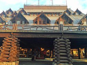 Old Faithful Inn - Yellowstone National Park with kids